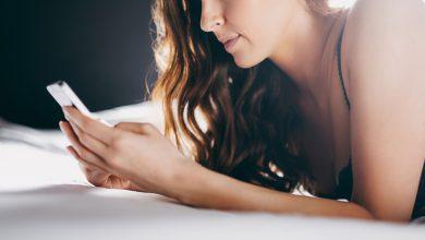 girl in bed in bra sending snapchat nudes